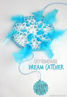 Easy Homemade Dream Catcher Craft for Kids by Club Chica Circle - Conscious consumption Crafts For Boys, Cute Crafts, Diy For Kids, Crafts To Make, Easy Crafts, Homemade Dream Catchers, Dream Catcher Craft, Thrift Store Crafts, Craft Club