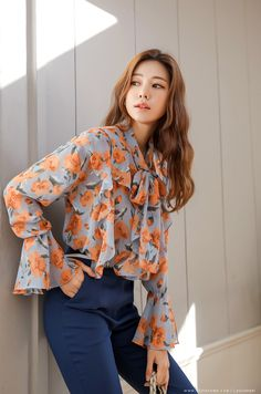 Floral Print Tie Neck Chiffon Blouse in 2020 Fashion Wear, Skirt Fashion, Fashion Outfits, Casual Work Outfits, Work Casual, Ulzzang Fashion, Korean Fashion, Gothic Corset Dresses, Sexy Blouse