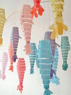 DIY Paper Fish Hanging Mobile Craft We love this spin on the traditional Chinese paper lantern, the latest in our series with Sizzix! Diy For Kids, Crafts For Kids, Craft Kids, Ideas Paso A Paso, Fish Mobile, Mobile Craft, Mobile Project, Paper Mobile, Diy And Crafts