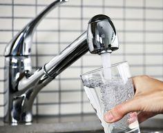 Boa hidratação ajuda na pele e a reduzir a papada
