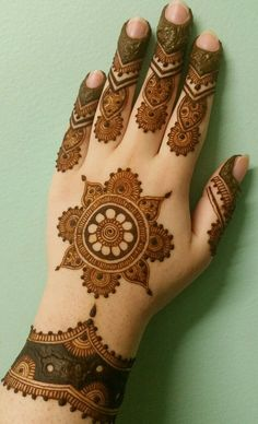 Henna by Iffat Easy Mehndi Designs, Latest Mehndi Designs, Bridal Mehndi Designs, Circle Mehndi Designs, Round Mehndi Design, Engagement Mehndi Designs, Mehndi Designs For Girls, Mehndi Designs For Beginners, Dulhan Mehndi Designs