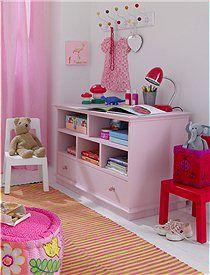 Girls' room: Estante con cajón rosa