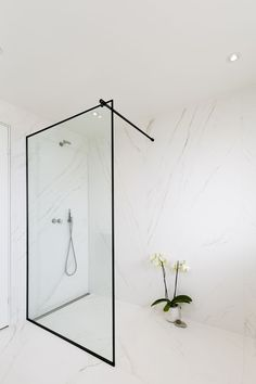 Marble walls & fixed shower enclosure for shielding - unique solutions from Redtz. Bathroom Furniture Design, Modern Bathroom Design, Bathroom Interior Design, Minimalist Small Bathrooms, Mid Century Bathroom, World Of Interiors, Dream Bathrooms, Luxury Bathrooms, Shower Enclosure