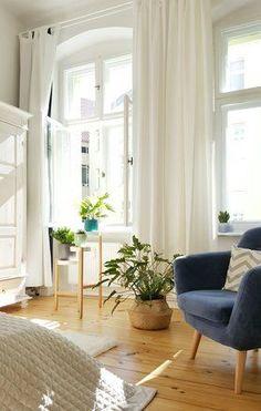 Heller Altbau mit Licht und Pflanzen: Ich will noch keinen Herbst  #altbau #oldbuilding #wohnzimmer #livingroom Foto: pixi87
