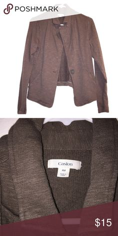✨Comfy Jacket✨ This is a fairly thick jacket that I never got around to wearing as much. It's in great condition! Caslon Jackets & Coats