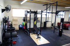 Huge Garage Gym - Complete with both rack and rigging, GHD, dumbbells, and pretty much everything you'd ever want. Seriously over-equipped and awesome. Garage Gym, Basement Gym, Garage House, Dream Garage, Muay Thai Gym, Indoor Gym, Gym Photos, Home Gym Design, Gym Room