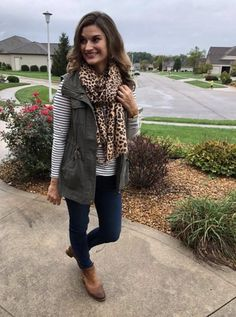 winter outfits scarf 50 Incredible Fall Outfits Id - winteroutfits Vest Outfits For Women, Cute Outfits, Clothes For Women, Scarf Outfits, Casual Winter Outfits, Fashion Looks, Autumn Winter Fashion, Ideias Fashion, Fashion Outfits