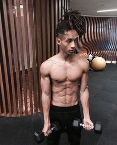 Jaden Smith just give a good hot body look