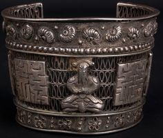 China 19./20. Jh. Silber - A Chinese Silver Repousse Bracelet - Chinois Cinese
