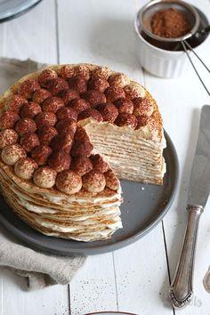 Delicious tiramisu cake made with pancakes. Stack those pancakes high ; Köstliche Desserts, Delicious Desserts, Dessert Recipes, Yummy Food, Italian Desserts, Health Desserts, Crepes, Pumpkin Dessert, Pumpkin Cheesecake