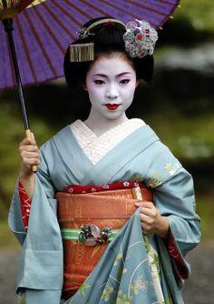 Hinagiku of Gion Higashi as maiko (SOURCE)She's now a geiko!