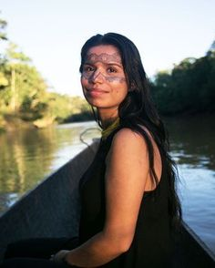 Educated in Sweden, Nina Gualinga has returned to her hometown of Sarayaku, deep within Ecuador's Amazon rainforest, to advocate for indigenous rights. And her biggest opponents are domestic and foreign oil interests that want to tap billions of dollars' worth of oil from beneath the feet of the people of Sarayaku
