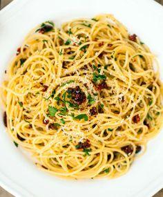 Spaghetti alla Siciliana (spaghetti with sun-dried tomatoes, garlic and parsley