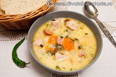 ciorba-de-porc-cu-afumatura-si-tarhon Supe, Daily Meals, Christmas Recipes, Cheeseburger Chowder, Eat, Pork
