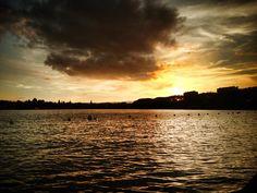 Fin de journée poétique au bord du lac... www.mymagicmap.com