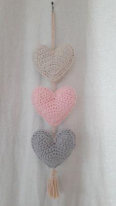 Crochet Quilt, Crochet Home, Cute Crochet, Crochet Dolls, Crochet Coaster Pattern, Crochet Patterns, Yarn Chandelier, Doily Dream Catchers, Crochet Wall Hangings