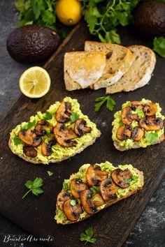 bruschete cu avocado si ciuperci Guacamole, Bruschetta, Baked Potato, Goodies, Food And Drink, Cooking Recipes, Ethnic Recipes, Health, Minute