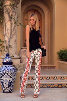 http://www.bakimlikadin.net/2013/05/25/desenli-ispanyol-paca-pantolon-kombini/