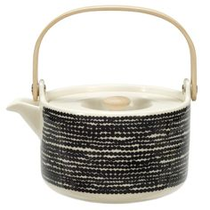 "Marimekko Räsymatto Teapot Top off your unique Marimekko dinnerware collection with the Räsymatto ""Rag Rug"" Teapot by Marimekko. Distinctly inspired by Japanese design, Sami Ruotsalainen integrates clean lines and natural wood w. Marimekko, Pretty Things, Scandinavia Design, Kitchenware, Tableware, Tea Strainer, Deco Design, Design Shop, Wooden Handles"
