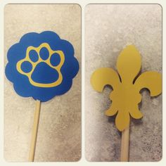 Koti Beth: Cub Scout Blue and Gold Centerpieces with Free Paw Print SVG File Last weekend, we had our Blue and Gold banquet for Cub Scouts. We are in a very small town, so we invite our Boy Scout troop. We crossed over thre… Scout Mom, Girl Scout Swap, Girl Scout Leader, Cub Scout Games, Cub Scout Activities, Tiger Scouts, Cub Scouts, Cub Scout Blue And Gold Centerpieces, Arrow Of Light Ceremony