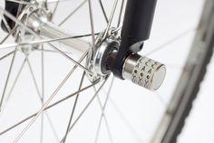 自転車の盗難被害には遭いたくないものですが、しっかりロックしていても、ハンドルやシート、ホイールなどのパーツだけを持って行かれてしまう手口もあるそうです。 それらのパーツを固定しているボルトナットが工具で簡単に外されてしまうのがその理由。そこで、ダイヤル式キーに取り換えて犯行を防ぐ、ベルリンのSphyke社の「C3N」...