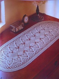 images about Crochet pinapple Crochet Table Topper, Crochet Table Mat, Crochet Table Runner Pattern, Free Crochet Doily Patterns, Crochet Tablecloth, Crochet Chart, Thread Crochet, Filet Crochet, Crochet Designs