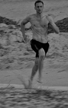 Jonathan Pine running at the beach. (Gif-set: http://maryxglz.tumblr.com/post/161812834892 )