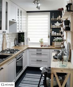 Home Interior Modern look tips and trick for arrangement the space for small kitchen.Home Interior Modern look tips and trick for arrangement the space for small kitchen. Interior Modern, Home Interior, Interior Design Kitchen, Closed Kitchen Design, Modern Luxury, Luxury Interior, Interior Ideas, Küchen Design, Design Ideas
