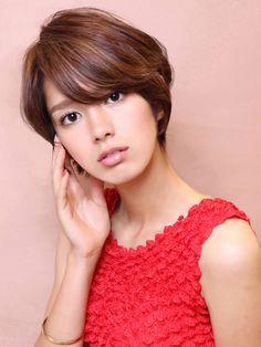 大人のひし形シルエットショート short haircut with side bangs