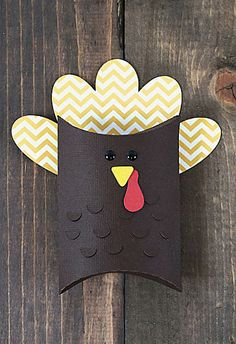 Easy, adorable turkey favors for Thanksgiving guests. FREE Craft of the Day #crafts_nthings