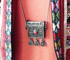 STUDIO NOLDS Sieraden - Secret hiding necklace Arrow Necklace, Handmade Jewelry, Studio, Fashion, Moda, Handmade Jewellery, Fashion Styles, Jewellery Making, Studios