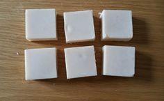 Savon noisette romarin laurier Je créé mes recettes de savon à partir de la fiche saponification à froid d'Aroma zone, qui propose un calculateur très bien fait. C'est également sur ce site que je commande une partie des produits et le matériel nécessaire,...