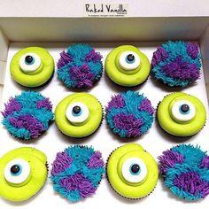 Monsters Inc, potwory i spółka, cupcakes Disney Desserts, Disney Cupcakes, Cute Cupcakes, Disney Food, Cupcakes Decoration Disney, Disney Cakes Easy, Disney Themed Food, Cupcake Decorating Party, Halloween Recipe