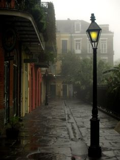 pirate's alley - new orleans