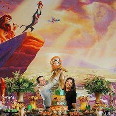 Espetácular essa festa com o tema Rei Leão!😍🦁 Credito: @gabiborgesfoto #Festainfantil #FestaReiLeao #ReiLeao #Rei #Leao #FestaDisney #Disney #FestaMenino Lion King Wedding, Lion King Party, Lion King Birthday, 1st Birthday Themes, Birthday Parties, Fiesta Party Favors, Lion King Baby Shower, First Birthdays, Sheep