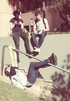 only Calum<<< everytime i see one of those pole thingys somewhere i would exactly do what calum is doing! :p