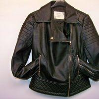 Cazadora biker color negro... Un must esta temporada