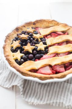 Paleo American Flag Pie (4th of July, Memorial Day, Labor Day) Patriotic Desserts, 4th Of July Desserts, Holiday Desserts, Holiday Treats, Holiday Recipes, Paleo Dessert, Healthy Desserts, Dessert Table, Healthy Cooking
