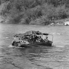 """Ford Panzerbegleitfahrzeug, Militäraufnahmen für Expo 64. Com_M12-0346-0005-0003. User Walter: """"Auch das ein ein Ford Panzer Begleitfahrezug, HerstellerFord Motor Comp. Herstellungsland England / Canada, Herstellungsjahr von 1953 bis 1954 Auslieferung, Im Truppeneinsatz von 1954 bis 1963, Bis 1966 noch in Pz Sap Formationen, M+ Nummer: M+82514 bis M+82815, Anzahl Fahrzeuge 302 Stück, Kategorie Panzerbegleitfahrzeug"""""""