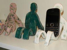 Telefoonhouder keramiek Clay Art Projects, Ceramics Projects, Clay Crafts, Diy Crafts For Kids, Arts And Crafts, Fathers Day Art, Clay Studio, Kindergarten Art, Mamas And Papas