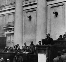 Lenin enuncia le Tesi di aprile