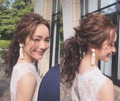 "Hitomi Kusuda on Instagram: ""宴前でヘアチェンジ ボレロとオスカーのイヤリングとのバランスで、 ローポニーに #wedding #weddinghair #世界中のプレ花嫁さんと繋がりたい #ブライダルヘア #ブライダルヘアメイク"" Bridal Hair And Makeup, Wedding Makeup, Hair Makeup, Evening Hairstyles, Wedding Hairstyles, Korean Wedding Hair, Hair Arrange, About Hair, Bridesmaid Hair"