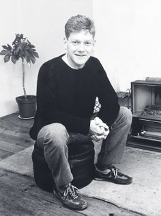 Bio of the young Kenneth Branagh including childhood/high school photos & first time on tv footage + Ethnicity background & gay/straight factcheck. Hollywood Actor, Golden Age Of Hollywood, Kenneth Branagh, Sweet Nothings, British Actors, Beautiful People, Gay, Film, Talents