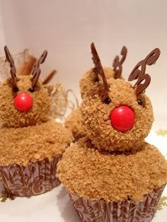 yeppy get all the little helpers togther,and bake little reindeer cupcakes,and bake goods for the holidays,and to share with others. Reindeer Cupcakes, Christmas Cupcakes, Christmas Sweets, Christmas Cooking, Christmas Goodies, Xmas Desserts, Christmas Entertaining, Christmas Ideas, Christmas Crafts