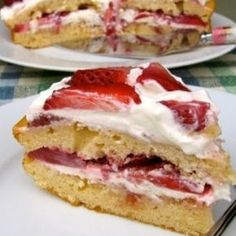 Skinny Strawberry Cake Recipe: 8 Weight Watchers Freestyle SmartPoints