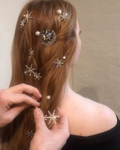 how to choose wedding hair accessories Hair Inspo, Hair Inspiration, Pretty Hairstyles, Wedding Hairstyles, Pelo Multicolor, Natural Hair Styles, Long Hair Styles, Wedding Hair Accessories, Hair Dos