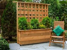 4 DIY Privacy Screen Upgrades privacy planter with built in lattice privacy wall on patio with table Privacy Planter, Diy Privacy Screen, Privacy Fence Designs, Outdoor Privacy, Backyard Privacy, Backyard Landscaping, Privacy Walls, Privacy Trellis, Diy Trellis