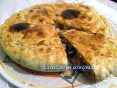 La torta di pasta brisèe farcita è un piatto da poter preparare come piatto unico, oppure per una scampagnata, perché' anche da fredda è molto buona.