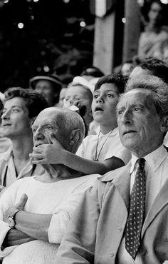 闘牛をみるピカソと息子 Pablo-Picasso-with-his-son-Claude-and-Jean-Cocteau.jpg