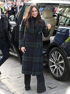 Suffice it to say, Meghan Markle has what some (everyone) would call an enviable outerwear collection. Between the white Line the Label coat Meghan wore to her engagement announcement to the navy blue Givenchy piece that started an international pregnancy watch list, Meghan Markle's coat collection has played a meaningful role in some of her biggest moments in the Buckingham spotlight. Meghan Markle Coat, Meghan Markle Suits, Estilo Meghan Markle, Meghan Markle Style, Meghan Markle Fashion, Burberry Coat, Mantel Camel, Stella Mccartney Coat, Outfits
